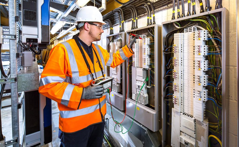 Things To Consider When Hiring An Electrical Contractor In